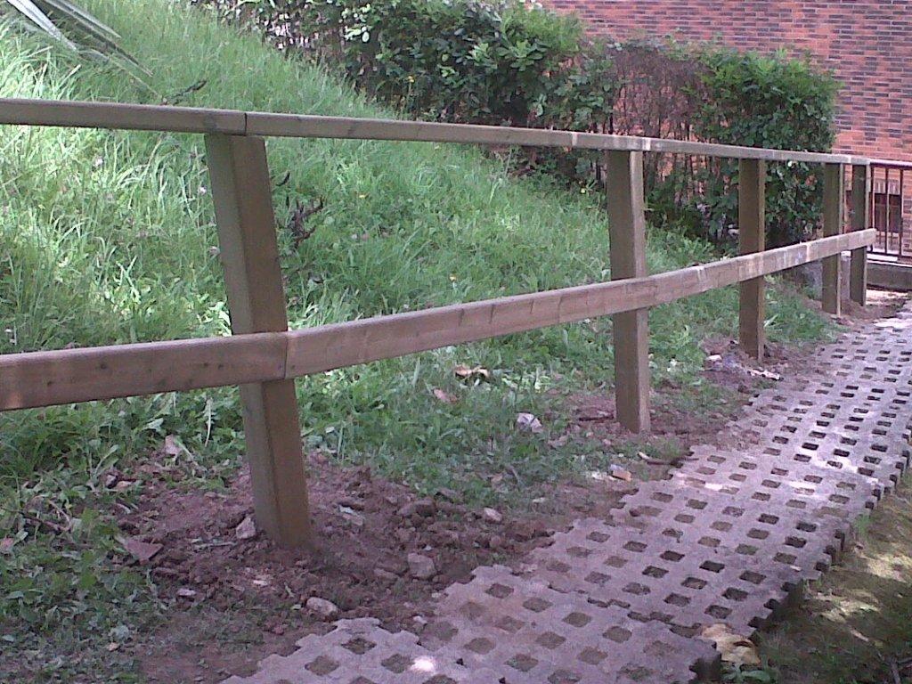 Vallas de madera tratada affordable cercados con postes - Postes de madera tratada ...